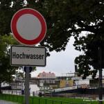 Hochwasserschild in Dresden