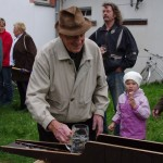 Ehrenfried Bohne beim Bierkrugschieben