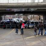 Polizeiblockade unter den Gleisen